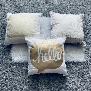 ✨Set of 3 - White and Gold Decor Pillows✨